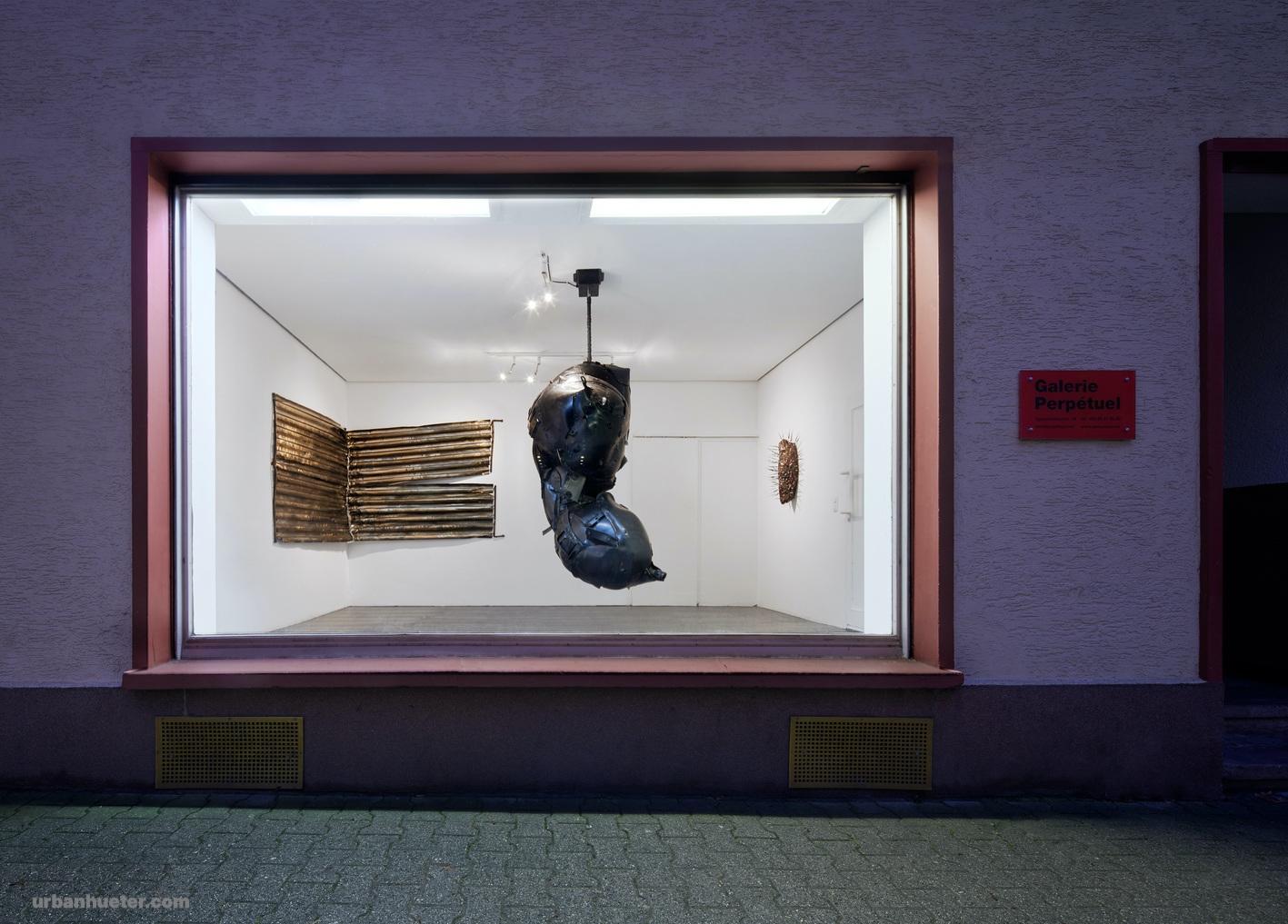 Foto-1-Ausstellungsansicht-Monoflosse-Galerie-Perpetuel-2021