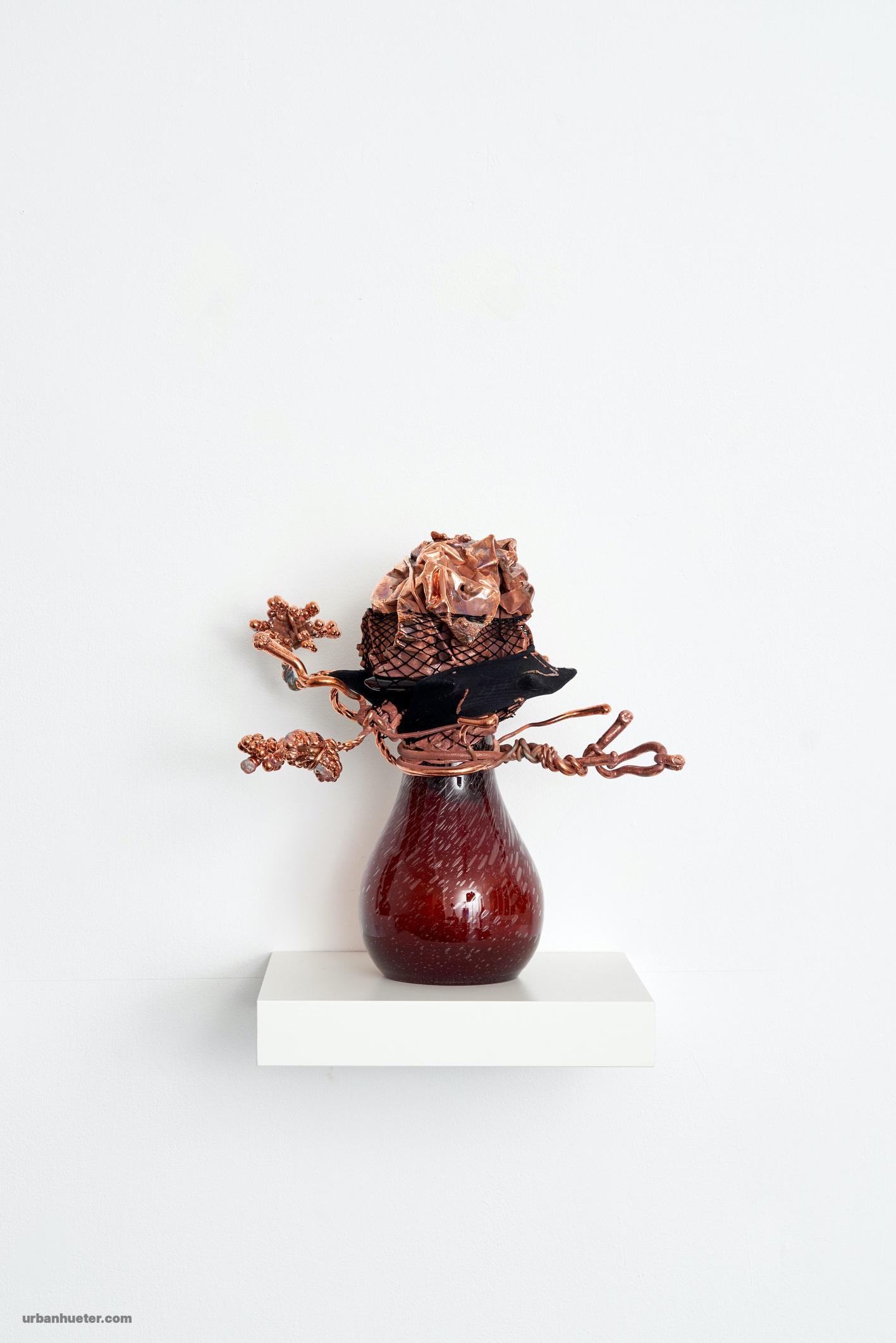 Foto-13-Vase-3-2021-Glas-Nylon-Kupfer-36-x-36-x-23-cm