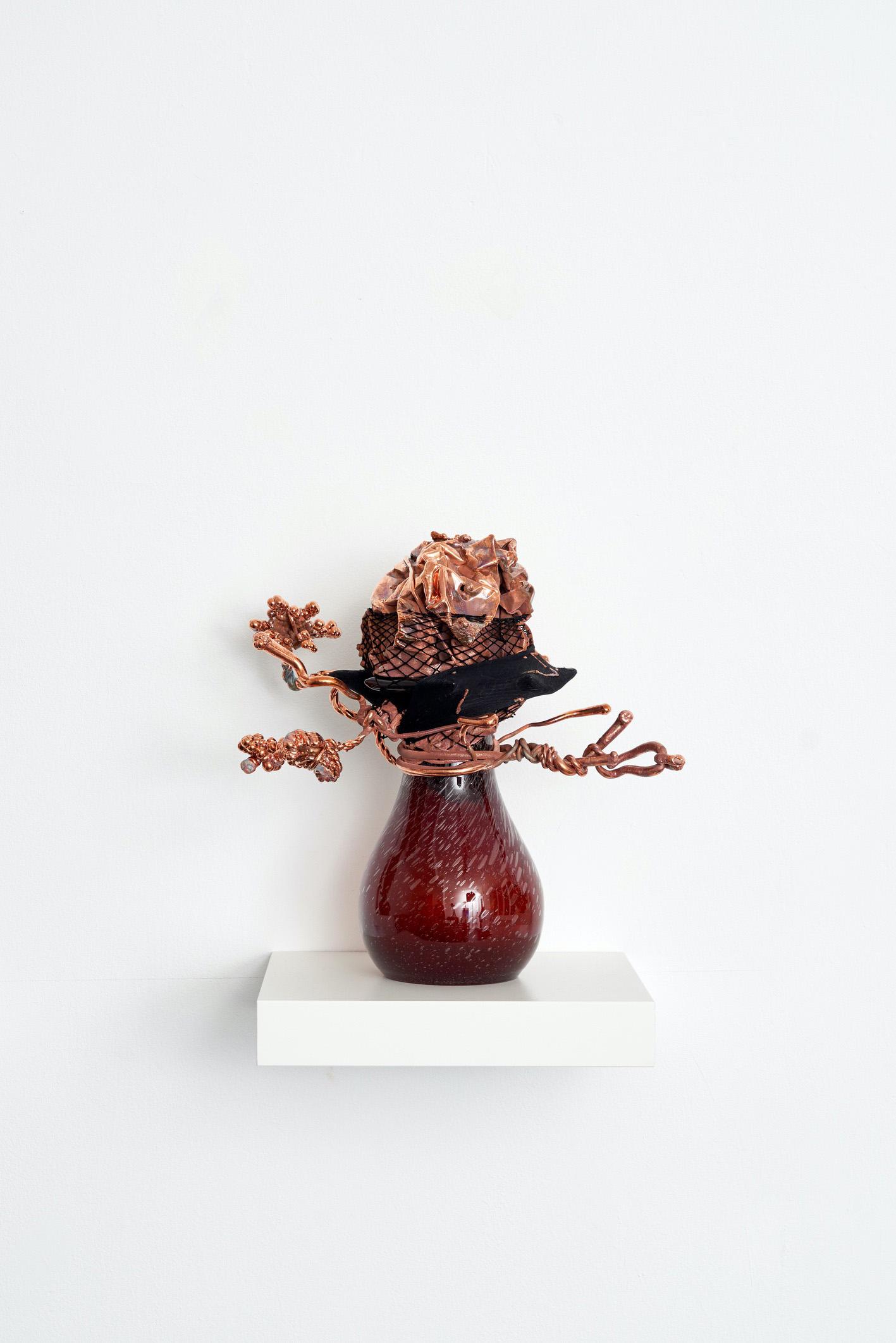 03-Vase-3-2021-Glas-Nylon-Kupfer-36-x-36-x-23-cm