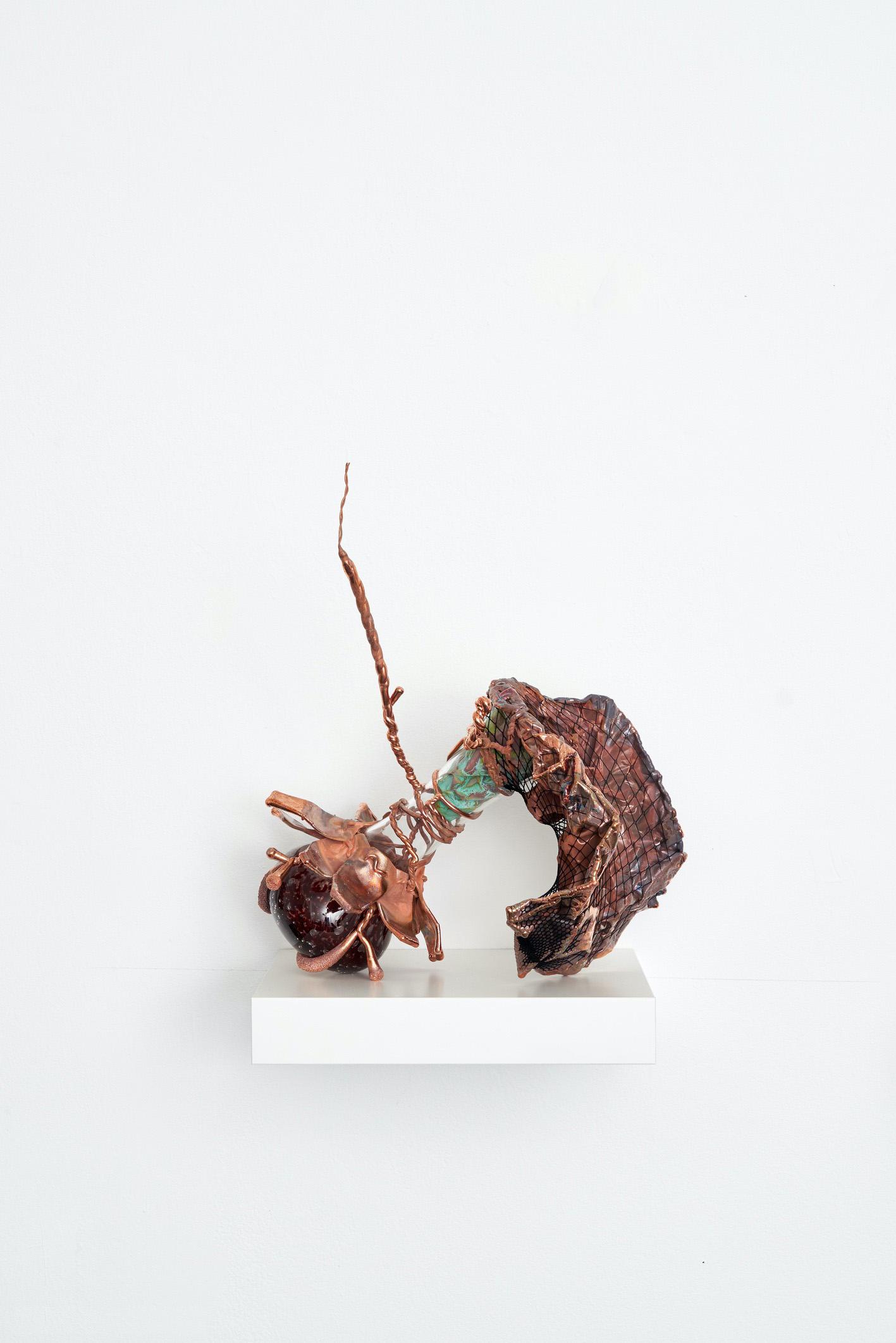 04-Vase-4-2021-Glas-Nylon-Kupfer-41-x-34-x-23-cm